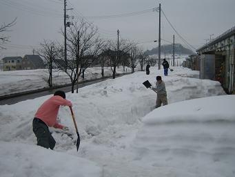 060223東洋大 除雪.JPG